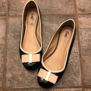 Fioni black and cream shoes